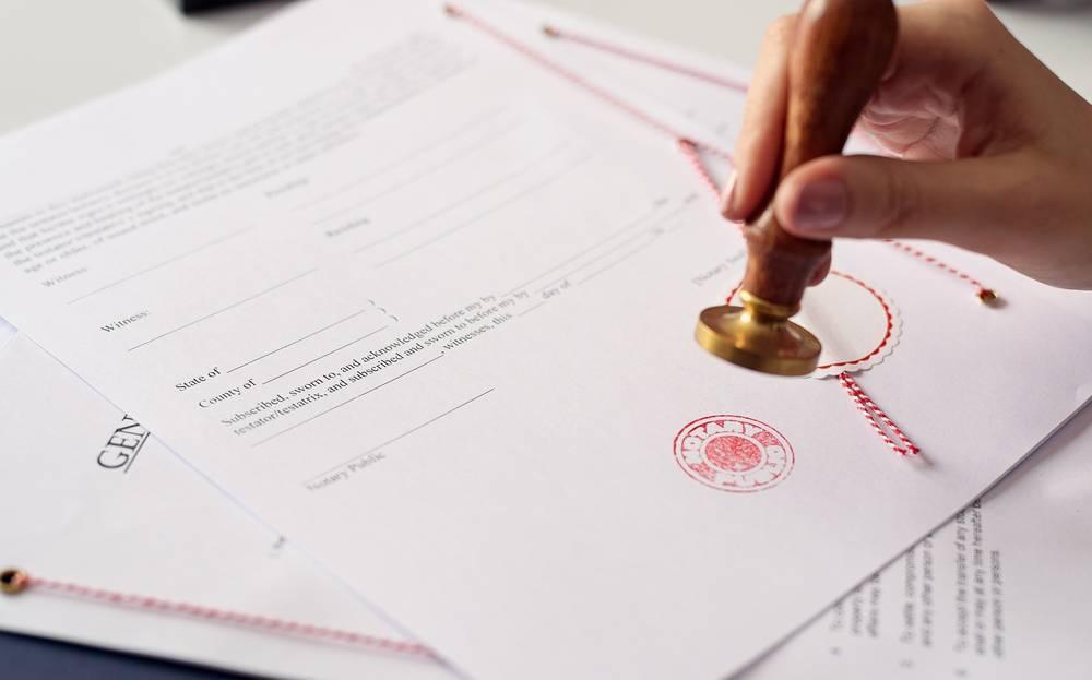 Qué debe explicarte el notario a la hora de vender un piso
